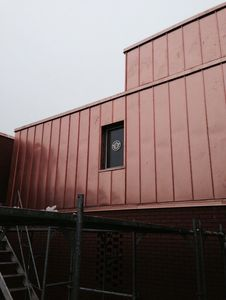 Installation einer Fassade auf dem Dach, Umgebung Zürich