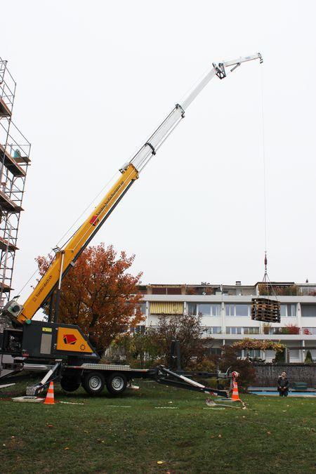 Unser Stärkster Mitarbeiter - Kran für Arbeiten auf Ihrem Dach